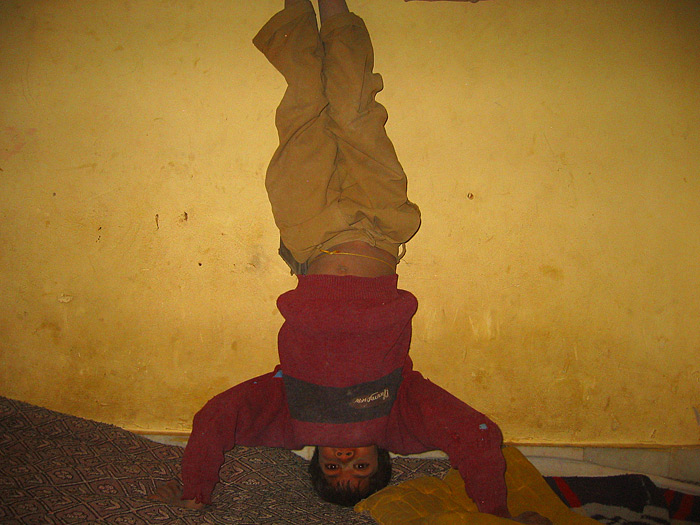 headstand in Chandelao/Rajasthan