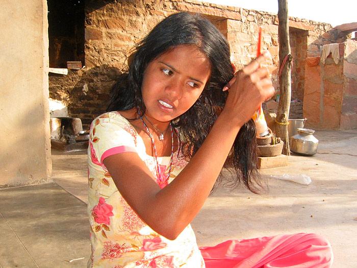 girl combing hair in Rajasthan